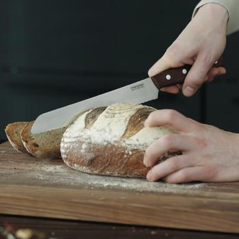 Fiskars_Norr_Bread_Knife_21cm_1016480_brood_mes_couteau__pain_coltello_pane_Bohero.jpg