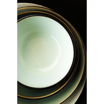 Pascale_Naessens_serving_dish_acqua_green_black_B1013053_Bohero_a.jpg