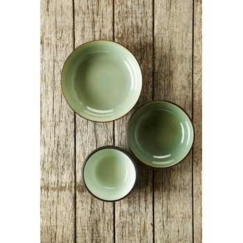 Pascale_Naessens_serving_dish_acqua_green_black_B1013053_Bohero_2.jpg