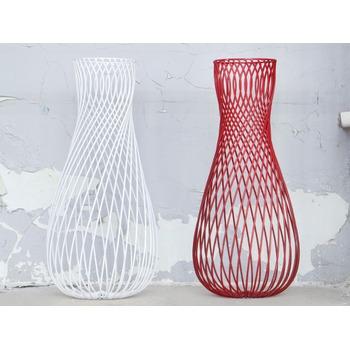 Antonino_Sciortino_LEO_Serax_wire_vase_red_Bohero_2.jpg