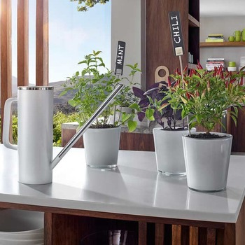 Blomus_Limbo_watering_can_white_lifestyle.jpg
