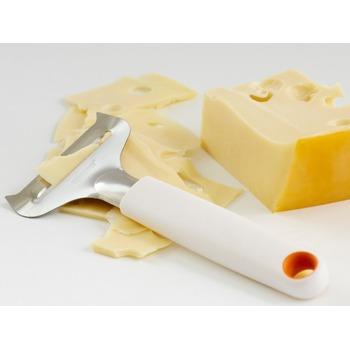 Fiskars_cheese_slicer_for_soft_cheese_1016128_Functional_Form_Bohero_1b.JPG